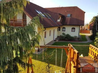 30/30, Prodej luxusního rodinného domu 7+1, dvojgaráž, Praha 8, Dolní Chabry, 8486356_7_orig.jpg