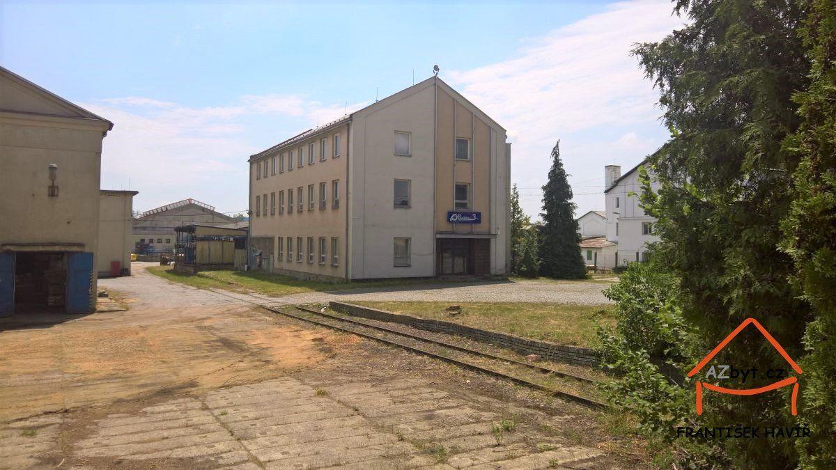 Prodej třípodlažní haly o zastavěné ploše 550 m2, Tovární ul., Dolní Bousov