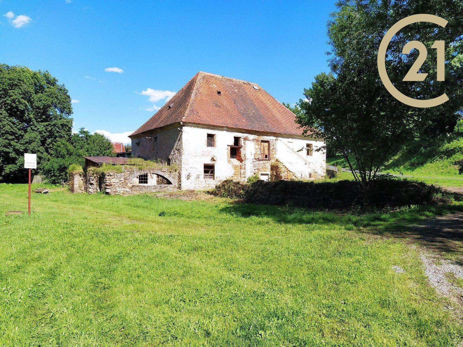 Prodej historického objektu 315 m2 zastavěná plocha +488m2 nádvoří +pozemek 566 m2