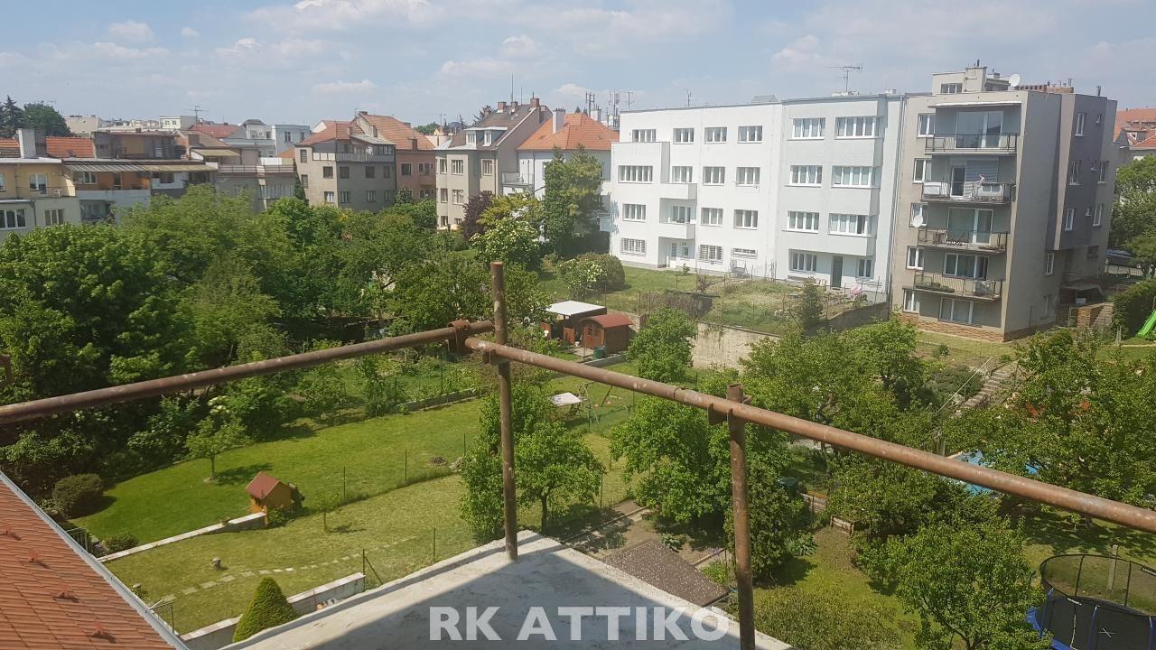 Prodej nového půdního bytu Brno Černá Pole OV 3kk se 2 terasami a super výhledem, garáž