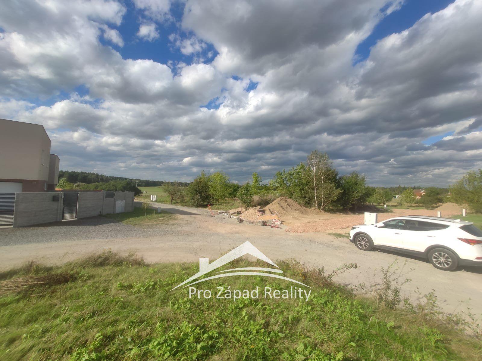 Prodej posledního pozemku pro bydlení s projektem a stavebním povolením, 593 m2 - Plzeň 10-Lhota