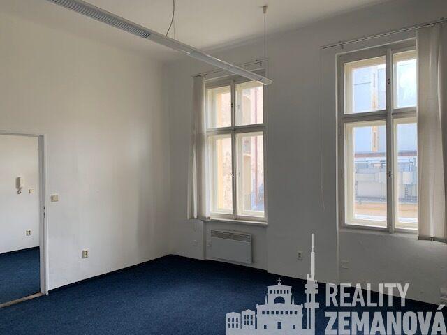 Pronájem kancelářského celku 39,6 m2 přímo u Tylova náměstí, Praha 2