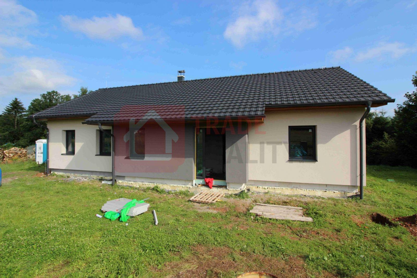 Nabízíme k prodeji novostavbu přízemního rodinného domu typu bungalow o dispozici 4+kk  a výměře 128