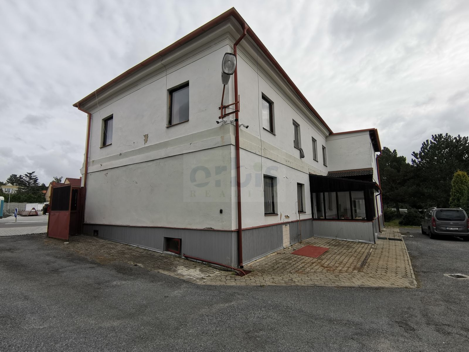 Pronájem nebytového prostoru o velikosti 90 m2 Stochov Slovanka