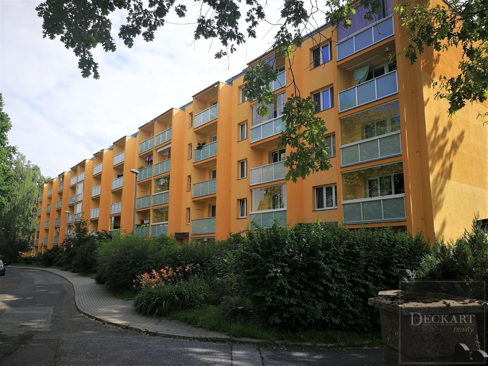 K prodeji krásný byt 2+1+L, 53,6 m2 ve 4. patře domu.