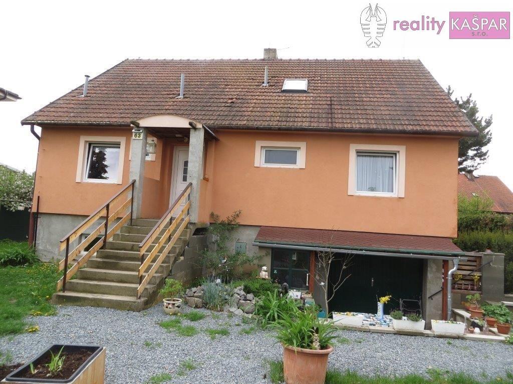 Praha 10 - Křeslice - prodej vícegeneračního RD se třemi byty a pozemkem 839 m2