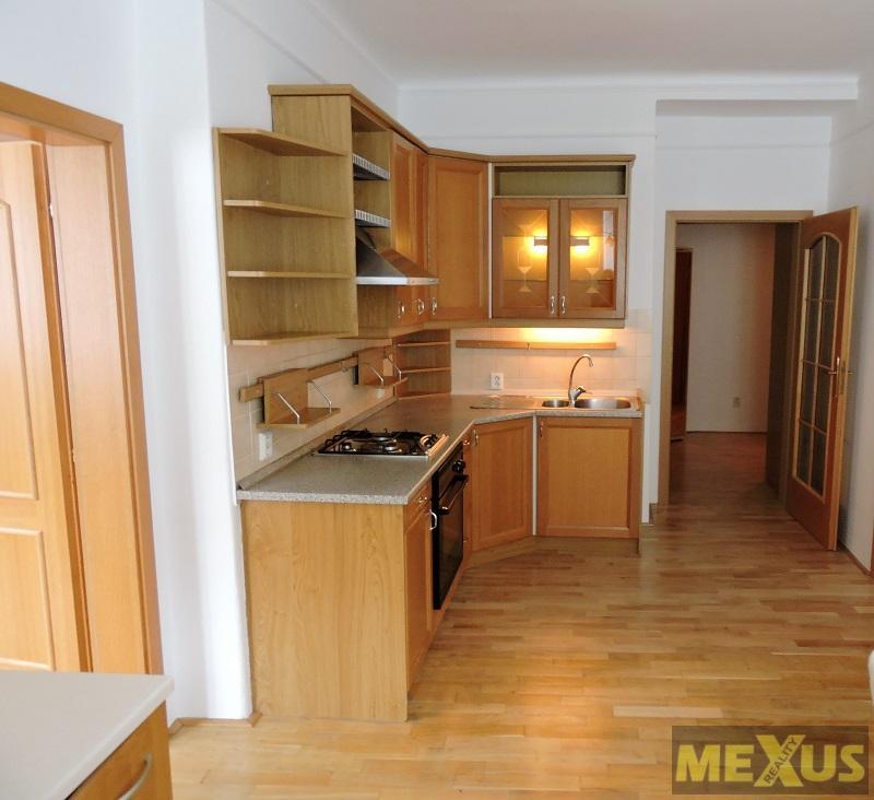 Pěkný byt 2+1 s halou, 68 m2, žádaná lokalita Strašnice