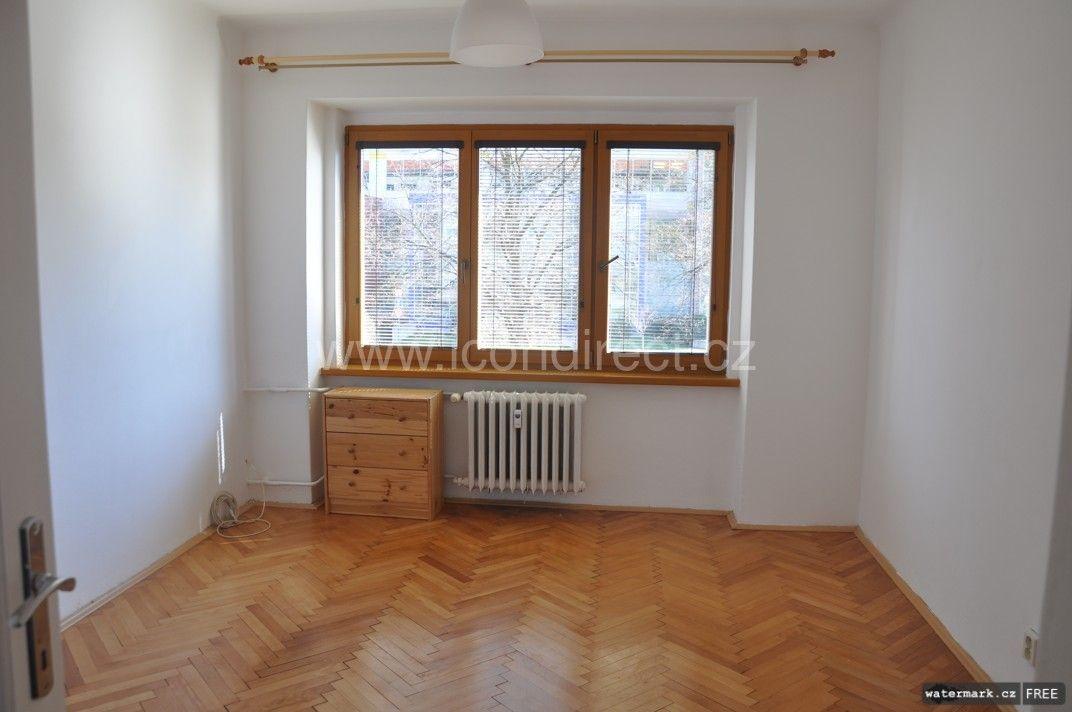 Pronájem bytu 3+1 v cihlovém domě na Praze 4 přímo u metra Budějovická