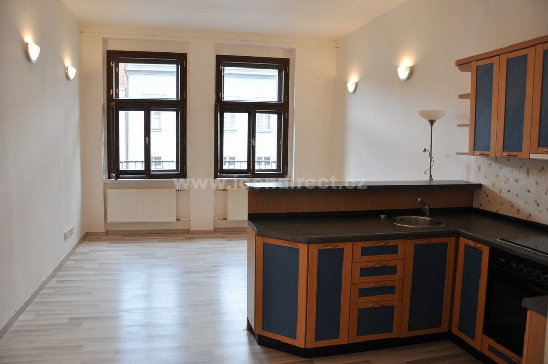 Pronájem cihlového bytu 2+kk, 54 m2 v Praze 2, blízkosti Nám Míru.