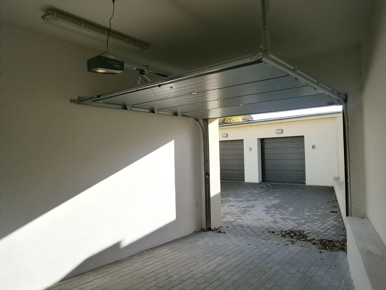 Pronájem samostatné garáže, 17 m2, Praha 8 Kobylisy, Zenklova ulice