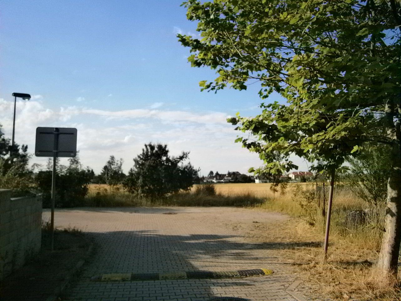 Prodej spoluvlastnických podílů pozemků v Praze 4 Písnici, celková výměra pozemků činí 26.479 m2.