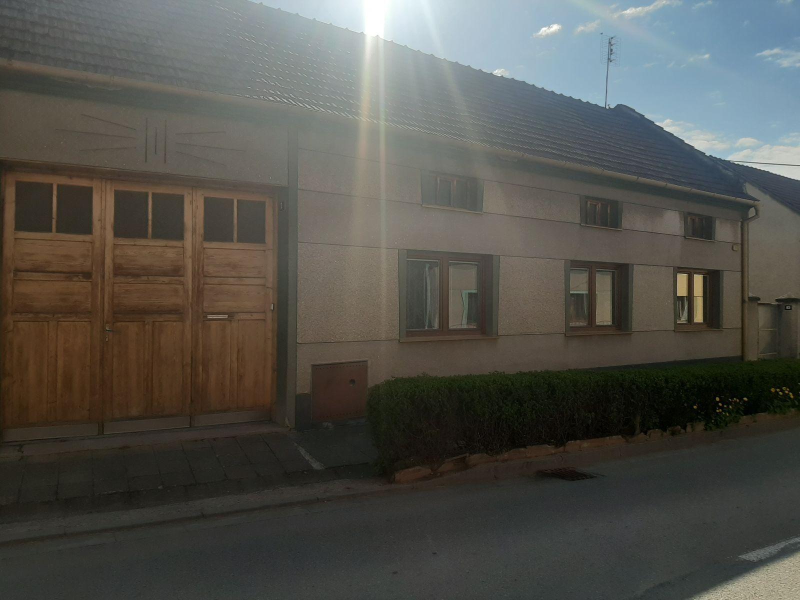 Prodej řadového, přízemního RD 3+1+vejměnek Moravské Málkovice, průjezd, dvůr, zahrada