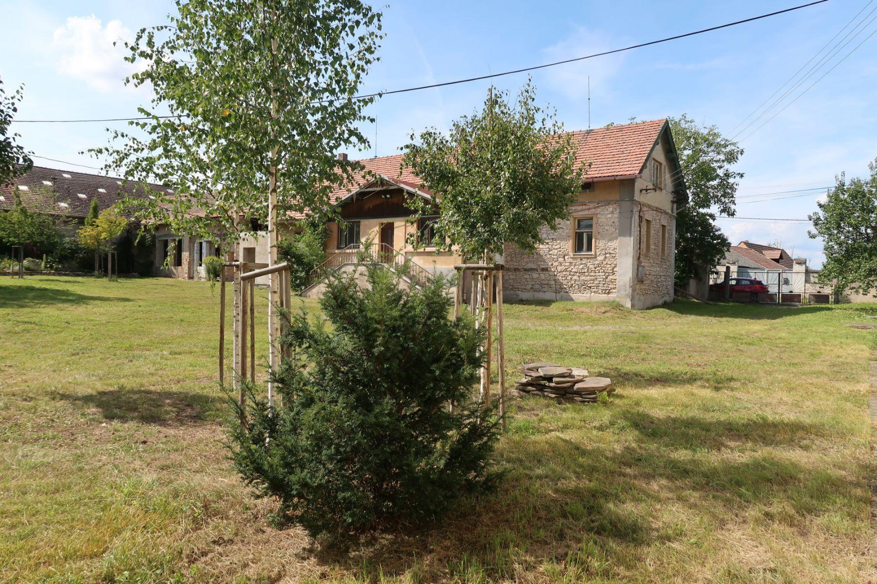 Zemědělská usedlost nedaleko Prahy v unikátním místě CHKO Českého krasu