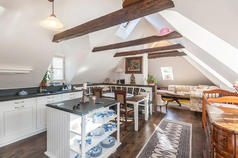 Exkluzivně nabízíme k pronájmu jedinečný byt 2+kk, 2p., 68m2,  v nejkrásnější místě Prahy