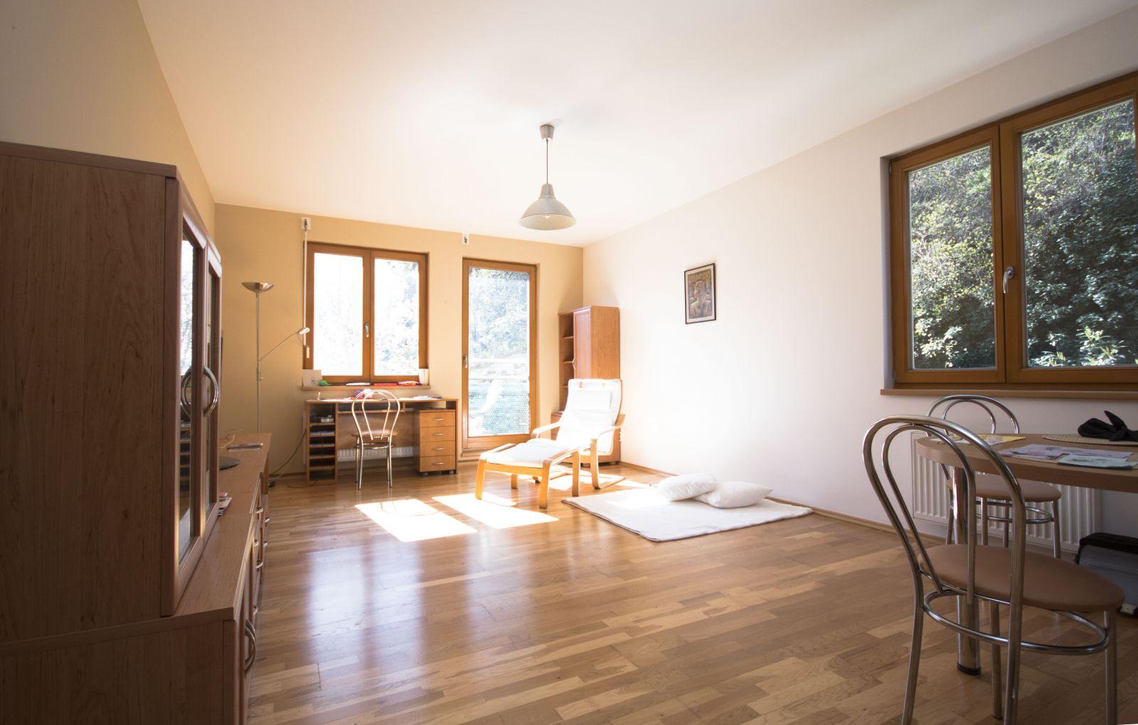 Pronájem hezkého bytu 2+kk, 66m2,  Praha 2 Vyšehrad, částečně zařízený, garážové stání