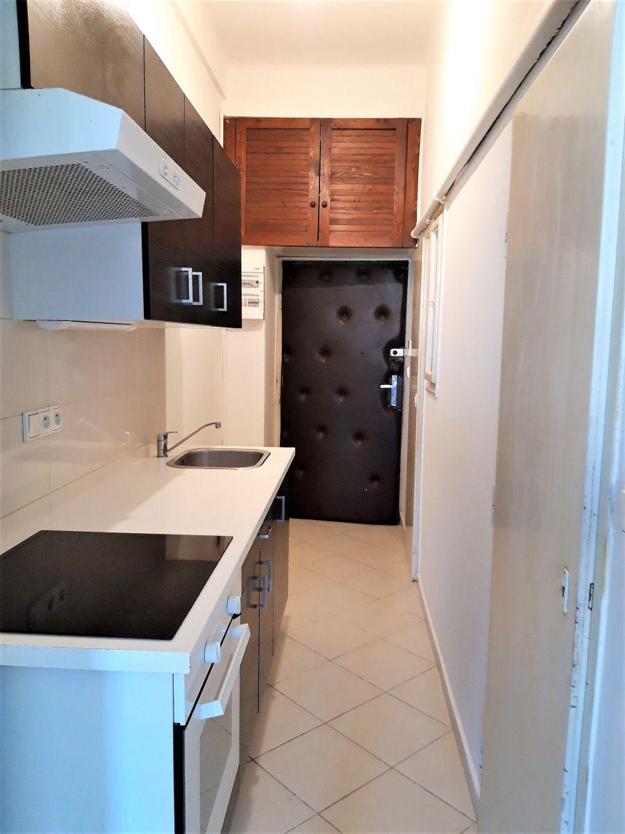Dlouhodobý pronájem nezařízeného bytu 1 + kk, 33 m2, Jana Želivského, Praha 3 Žižkov