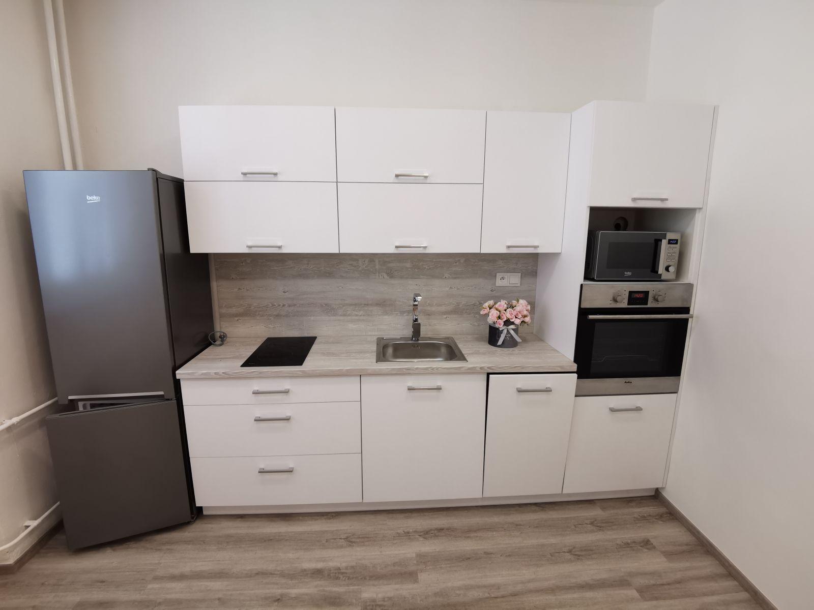 Pronájem zrekonstruovaného bytu 2+kk Hradec Králové