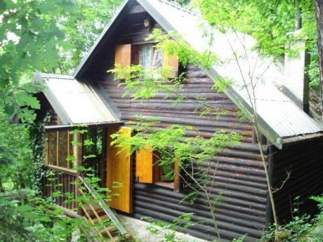 PRODÁNO - Prodej chaty 50m2 s pozemkem 1060m2 (les), OV, obec Bojanovice Praha - západ