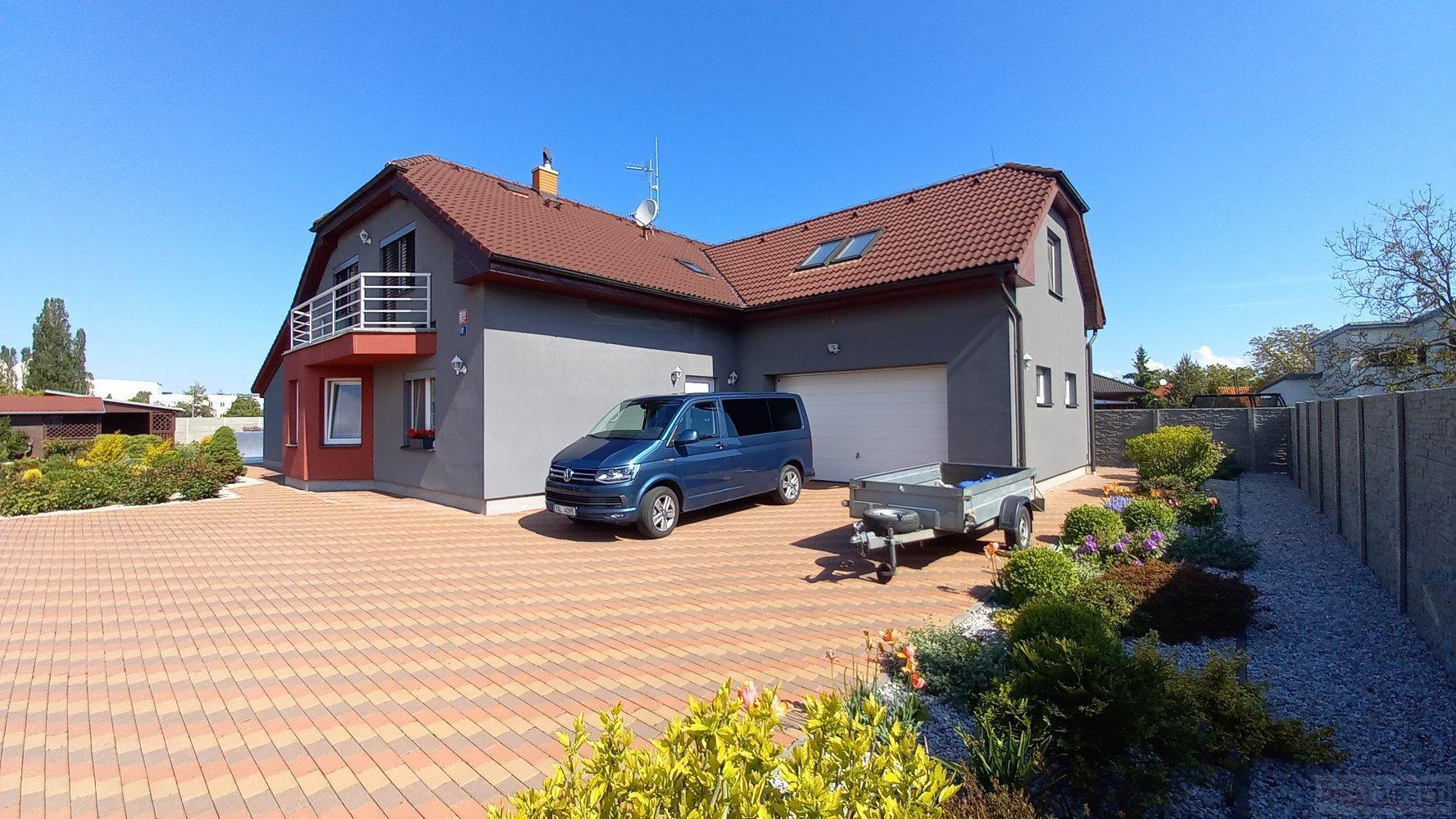 Prodej rodinného domu 7+1 (287,7m2) + garáž (34 m2), pozemek 1543m2, ul. Střelečská, Horní Počernice