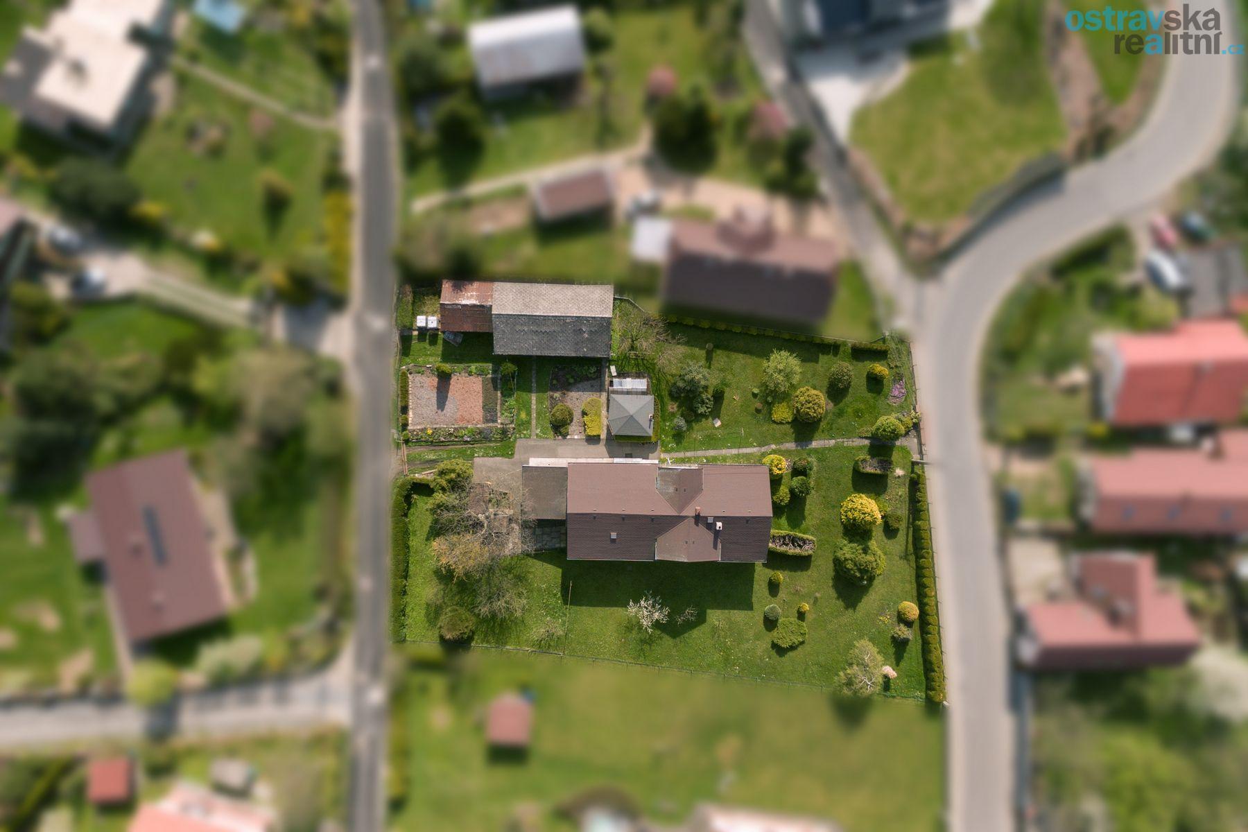 Prodej, stavební parcela s rodinným domem, Ostrava - Plesná, ul. 26. dubna, výměra 2.398 m2