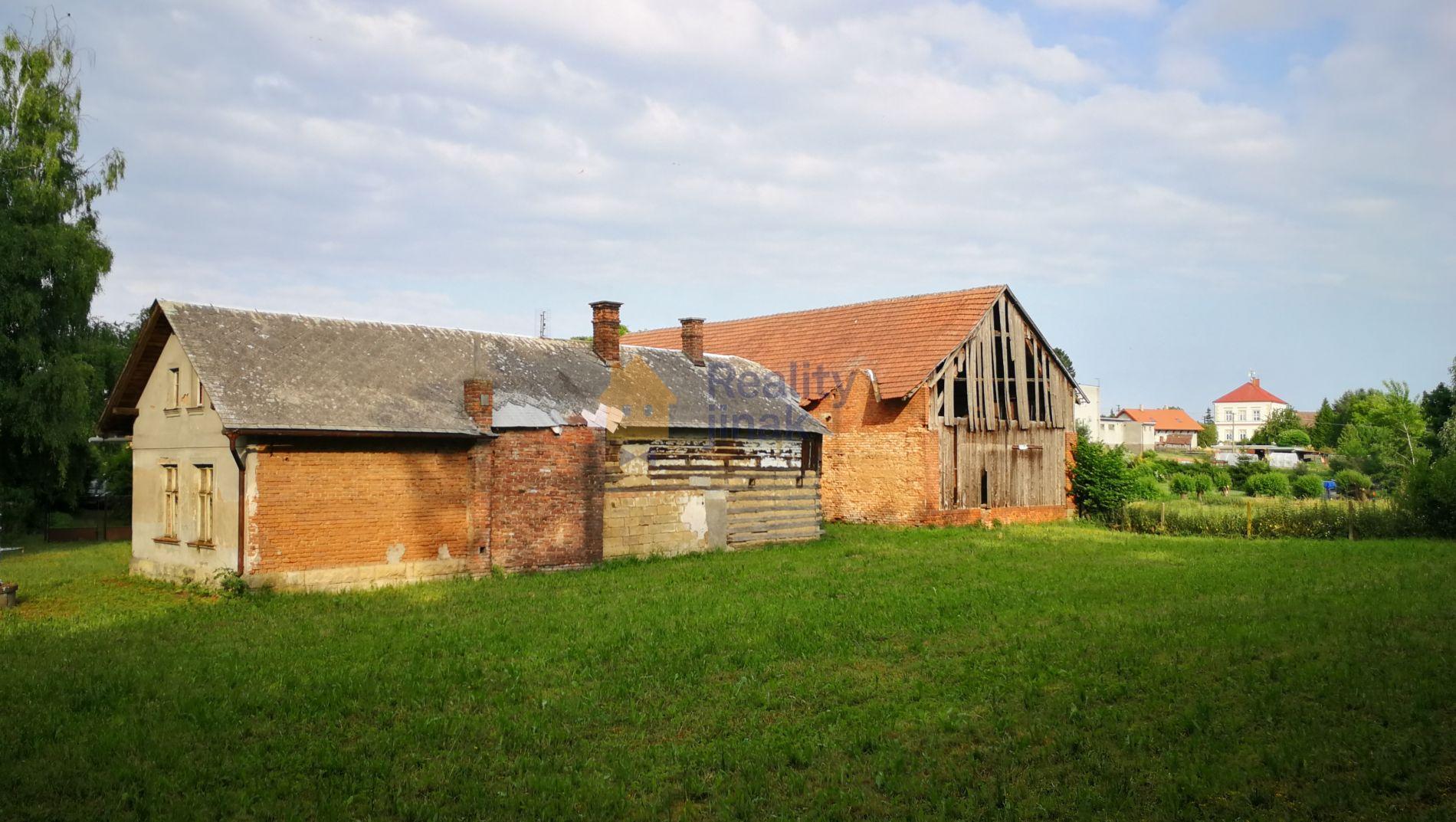 Prodej souboru tří staveb v obci Volanice, okres Jičín, pozemek 2414 m2