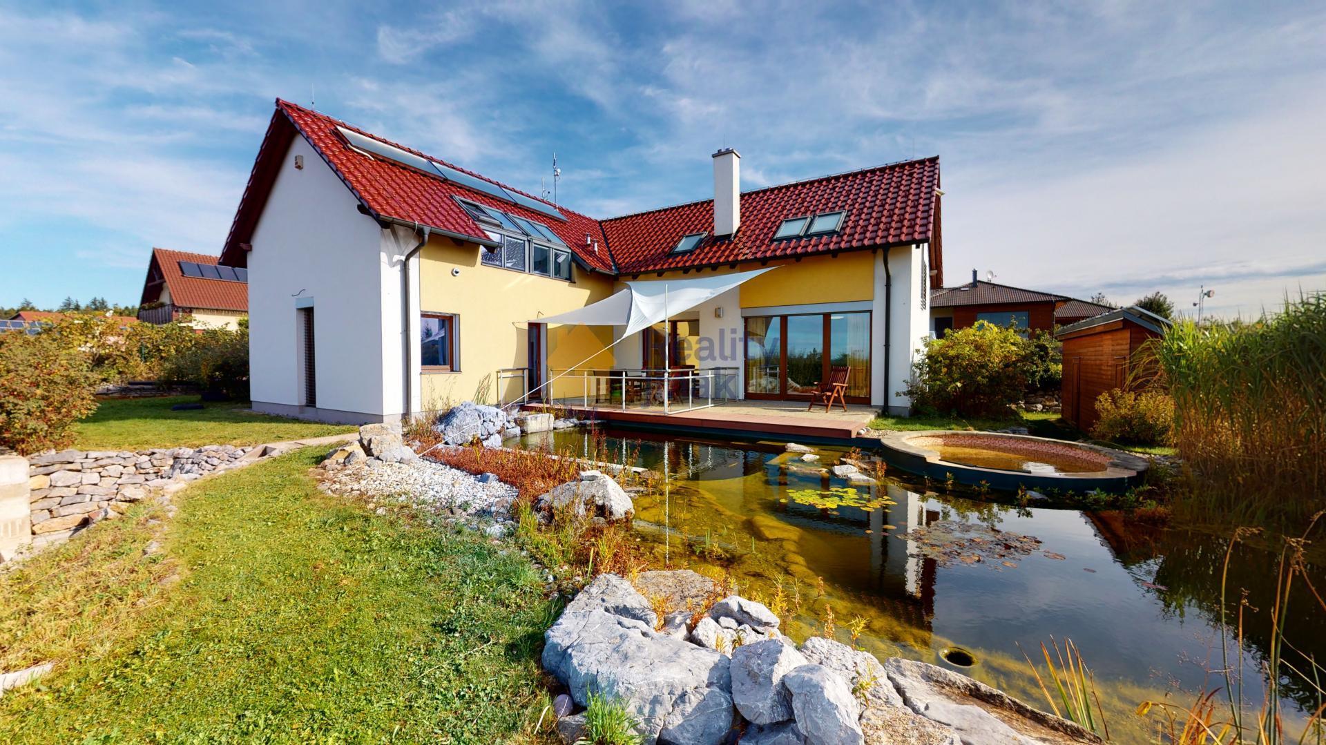 Prodej rodinného domu 6+kk, 223 m2, garáž, zahrada, bazén, Babice nad Svitavou
