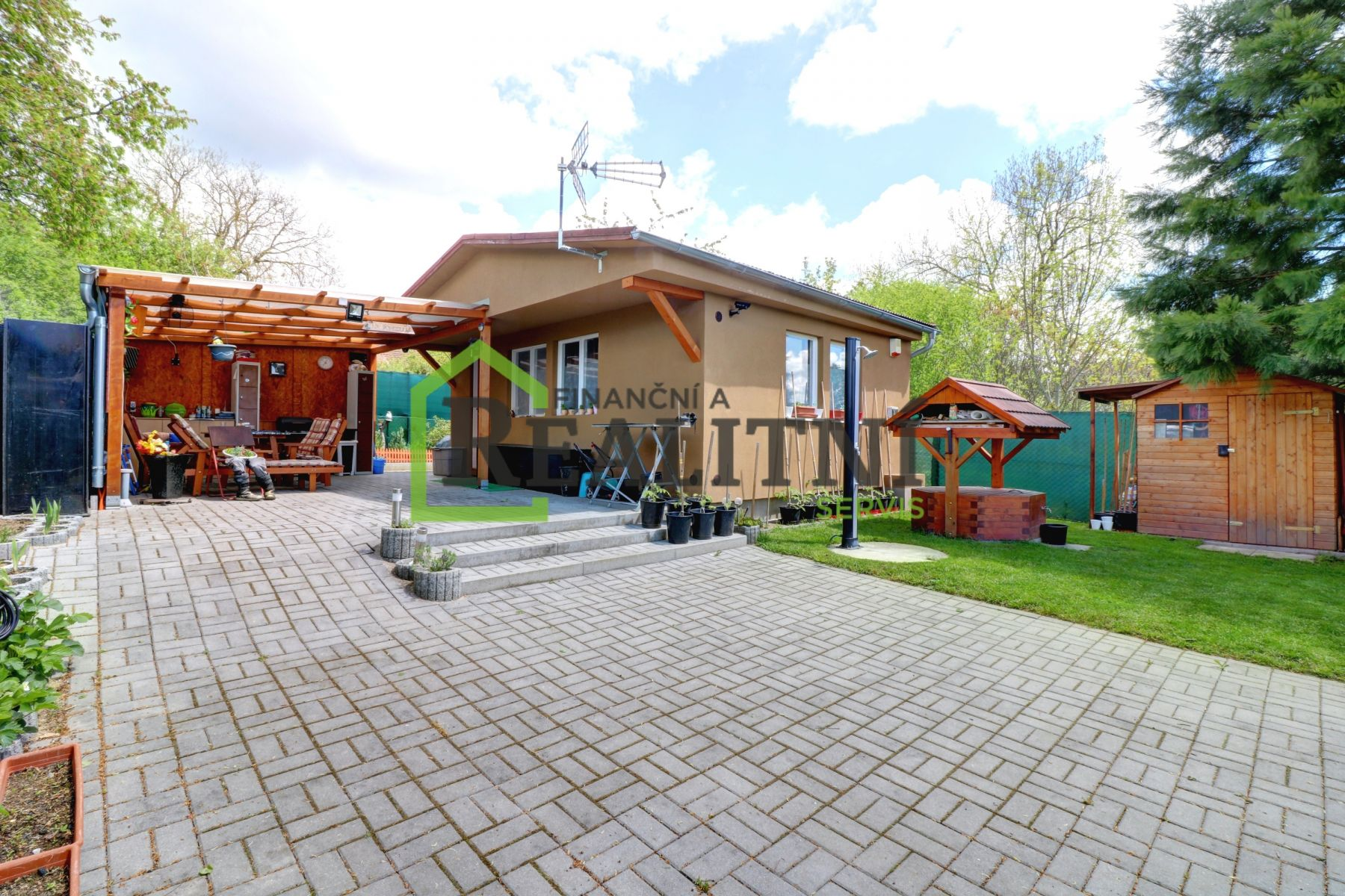 Prodej chaty se zahrádkou v obci Zvíkovské Podhradí.