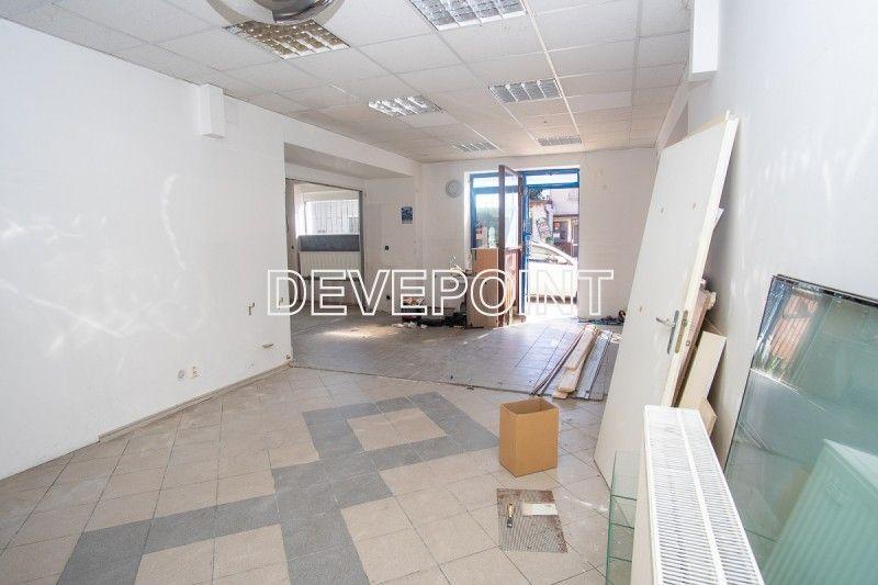 Nabízíme prodej nebytových prostor v přízemí činžovního domu na ul