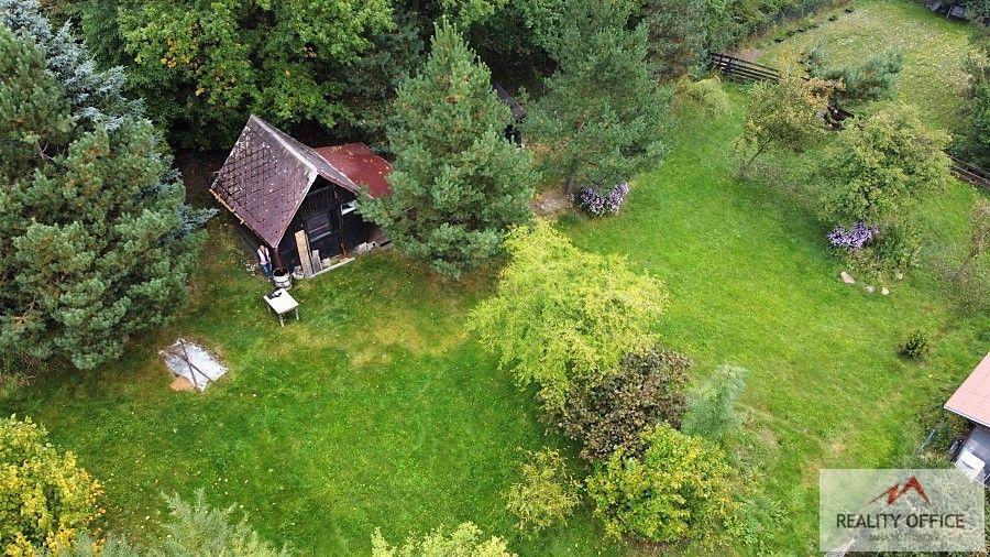 Slunný, rovinný pozemek s domkem k rekreaci - Jílové