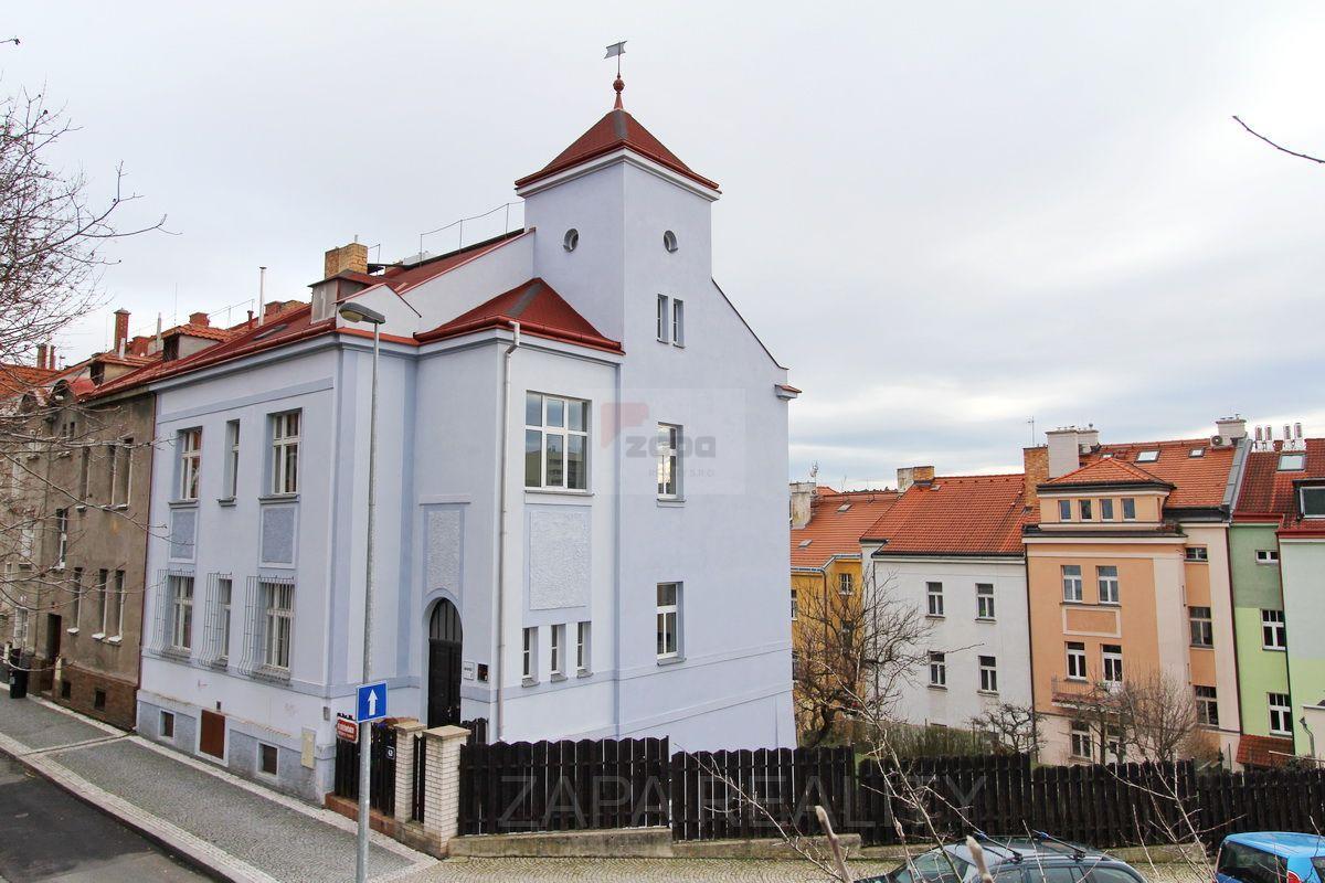 Pronájem celé budovy - atelier 110m2 + 11 kanceláří 259m2 Praha 6 Střešovice Kajetánka