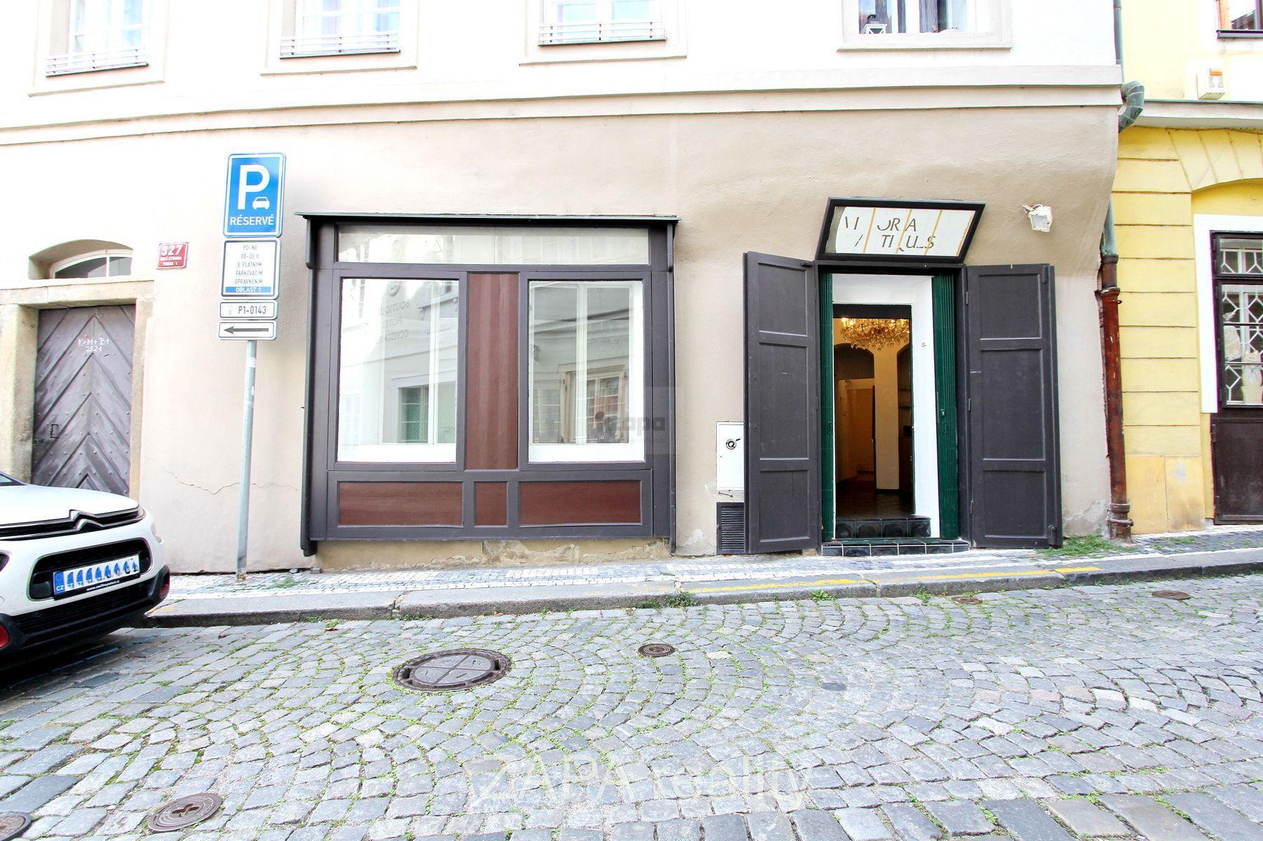 Pronájem - obchod s výlohou a kanceláří 60m2, Praha 1 Malá Strana