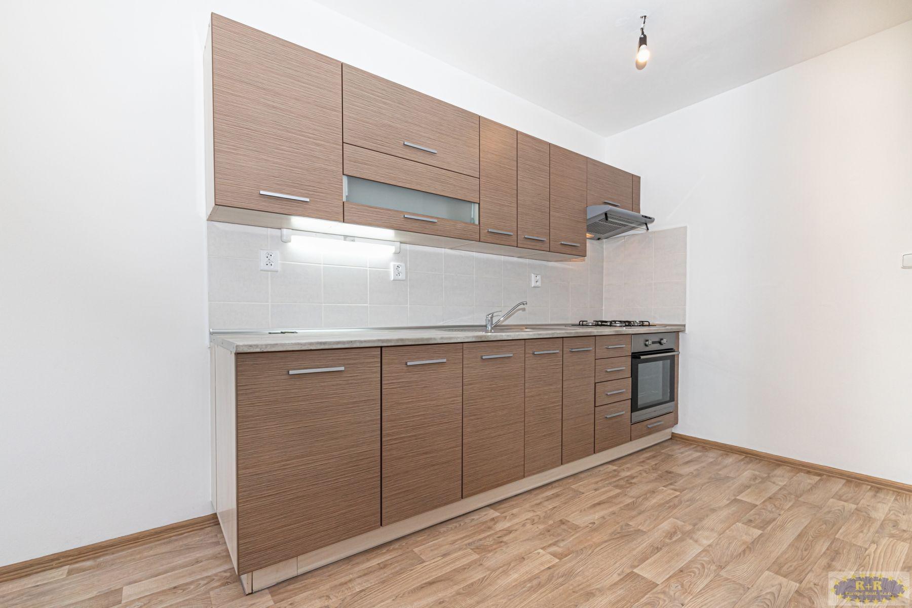 3+1 s lodžií, 80 m2, ul. Ke Kurtům, Praha 4 - Písnice.