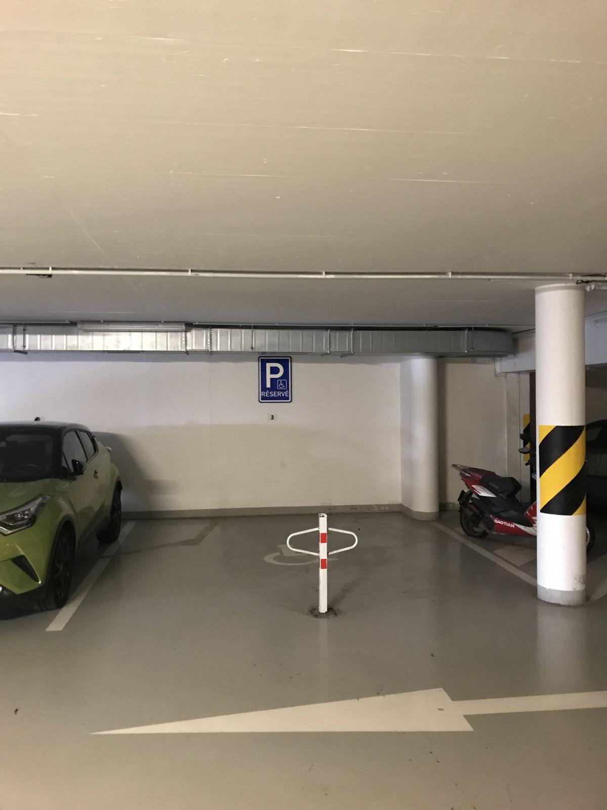 Pronájem garážového stání Praha, Michle za 1700 Kč 17m2