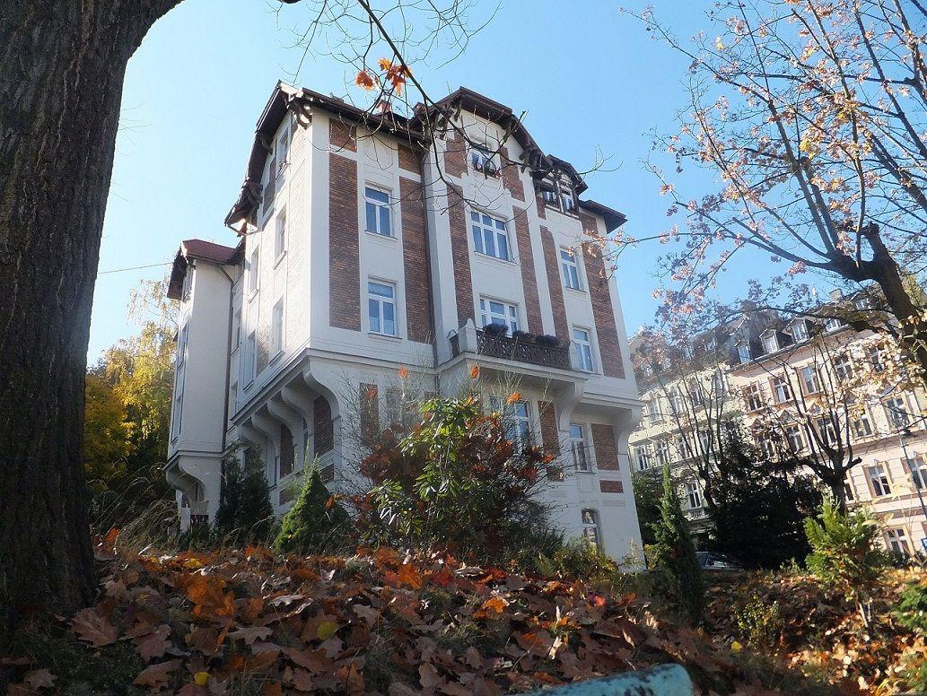 Byt 4+1/100 m2/balkon/+mansarda/ zahrada - ul. Krále Jiřího, KV