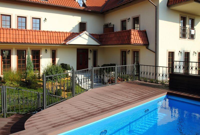 4kk, 142 m2, luxusní klimatizovaný byt v areálu s bazénem, 2  parkovací stání, sklep