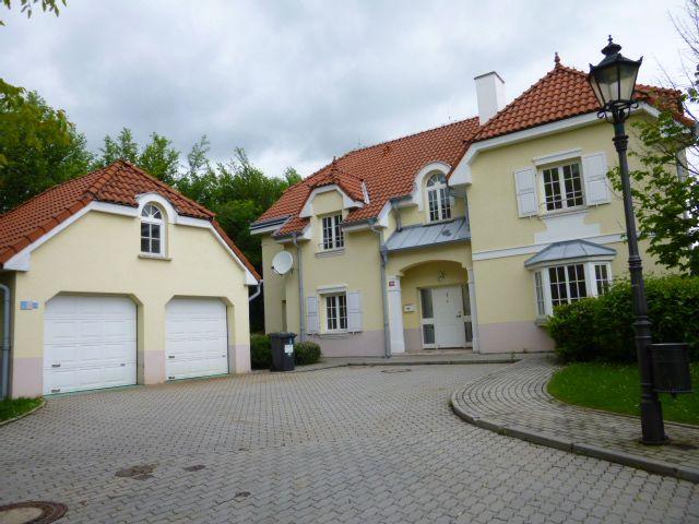 Luxusní podsklepená vila v areálu Malé Šárky