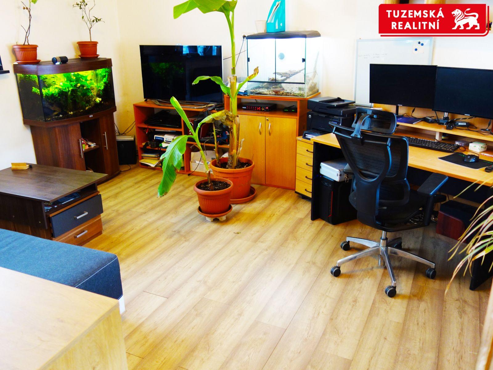 Skladové prostory, výrobní prostory, kancelářské prostory a rozestavěný objekt k bydlení.
