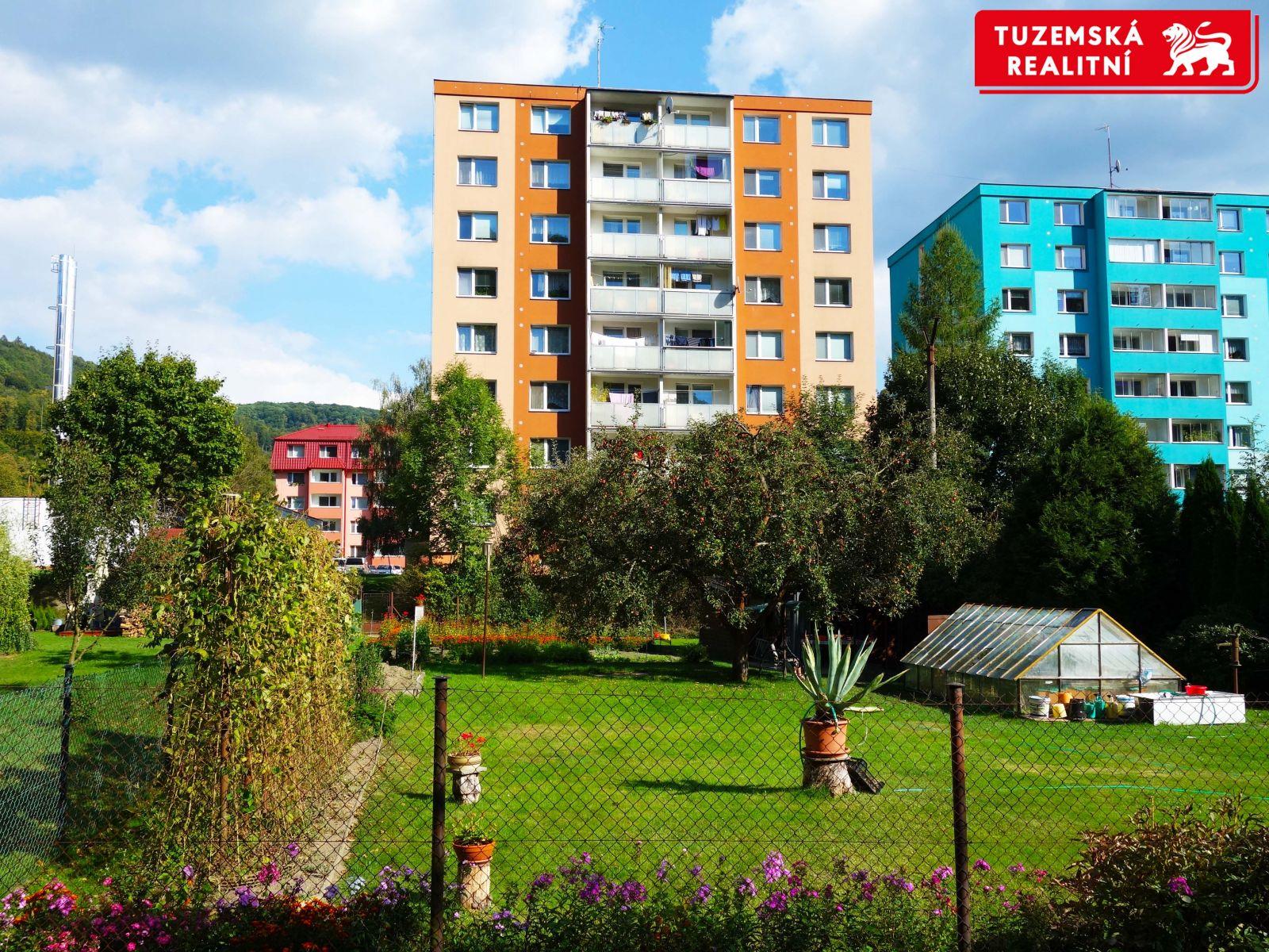 Zrekonstruovaný byt 3+1 s lodžií a výtahem, v blízkosti jsou služby i příroda.