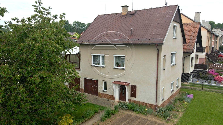 Rodinný dům 5+1 s terasou a garáží, Chodov