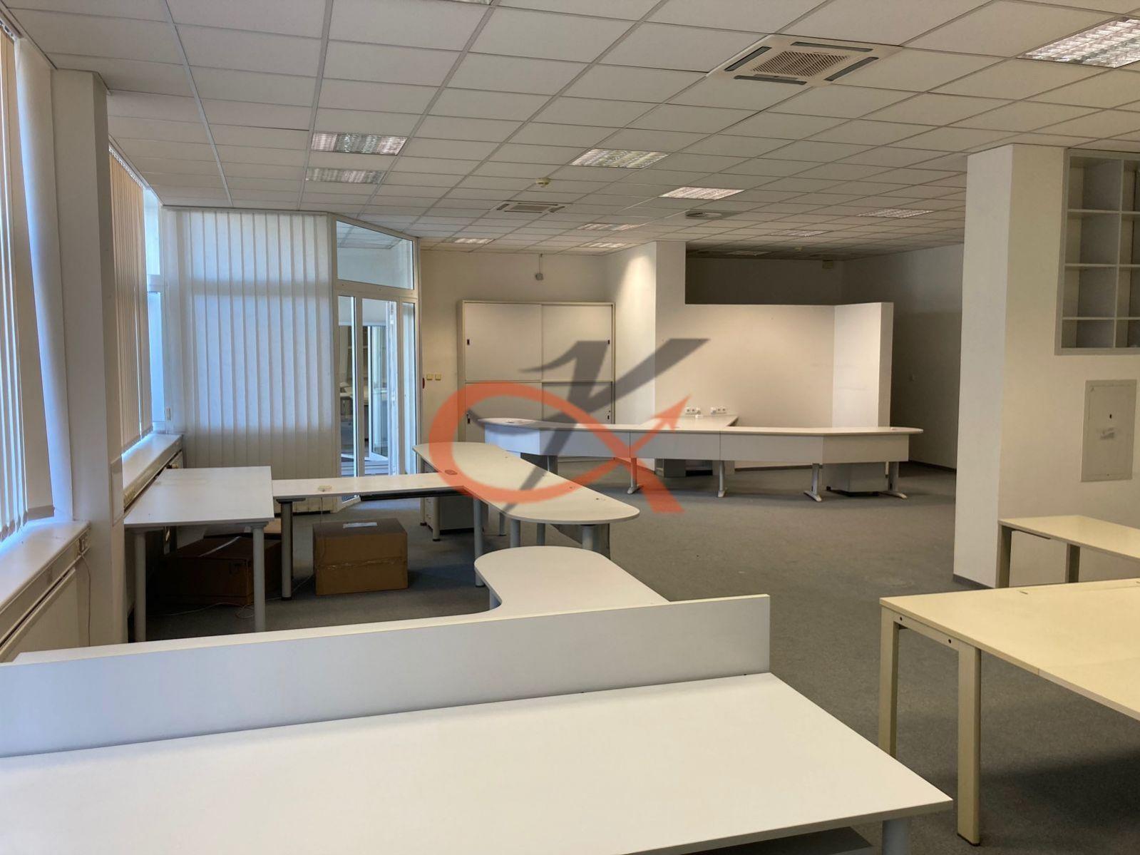 Pronájem kancelářských prostor 190m2 - Praha 8