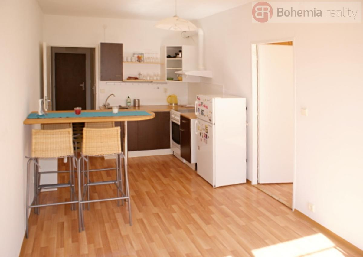 Pronájem částečně zařízeného bytu 2+kk, 36 m2, OV, Praha 8 - Troja