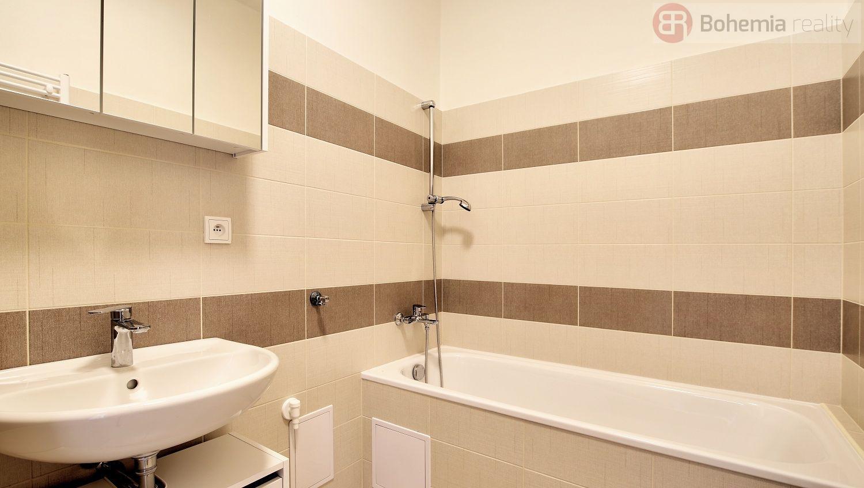 Pronájem slunného bytu 3+1, 75 m2, 2.NP (s výtahem), nezař., Praha 10 - Vršovice, Ukrajinská