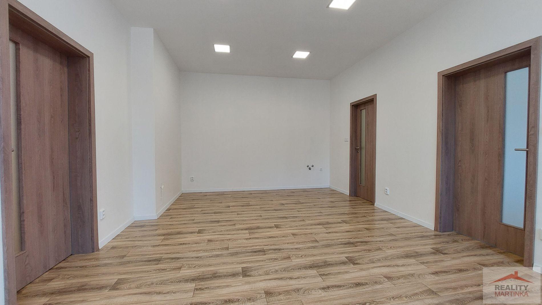 Pronájem 4 propojených kanceláří 87 m2, Valašské Meziříčí,  ul.