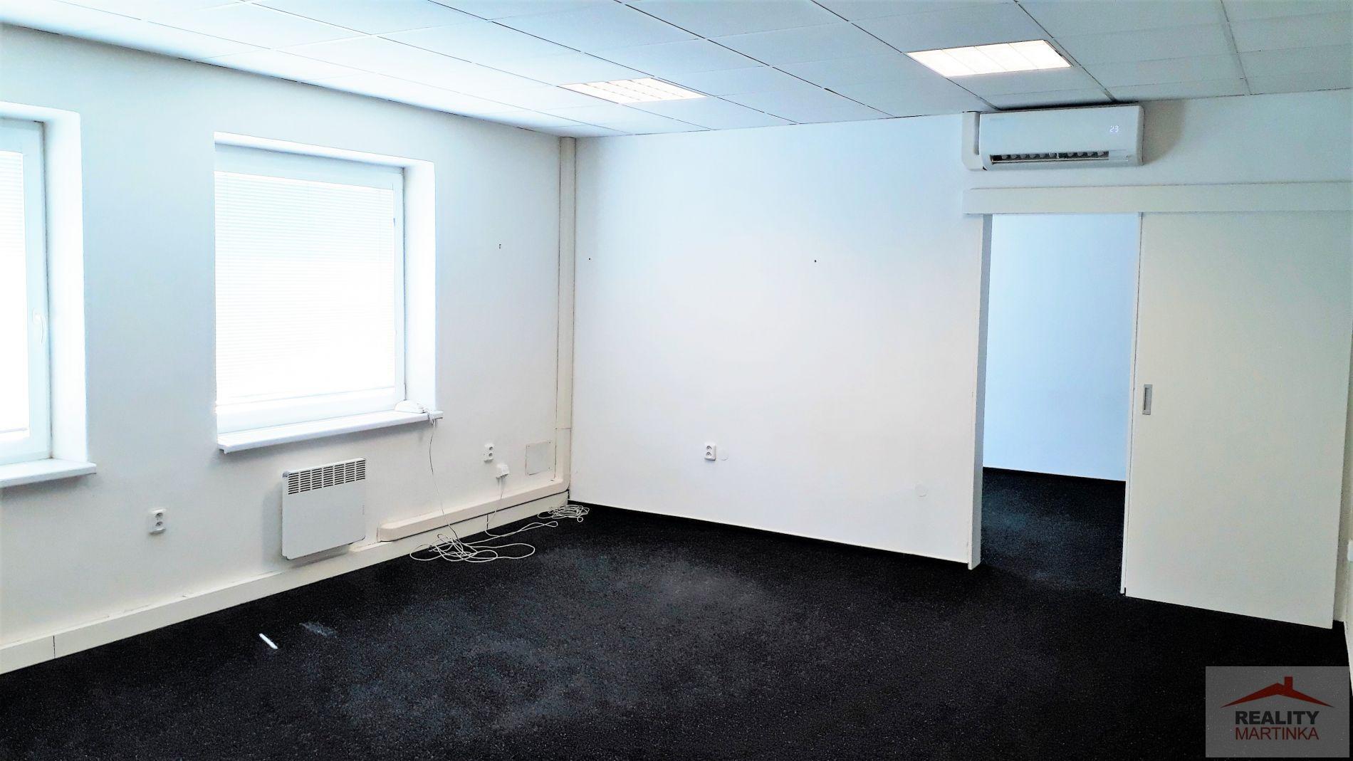 Pronájem dvou kanceláří 45 m2 s klimatizací, Valašské Meziříčí,