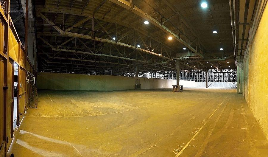 SKLAD 1600 m2 -  přízemní, vjezd, rampa TIR,
