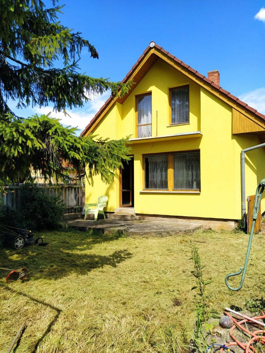 Prodej rodinného domu v Kojeticích, pozemek 900 m2.