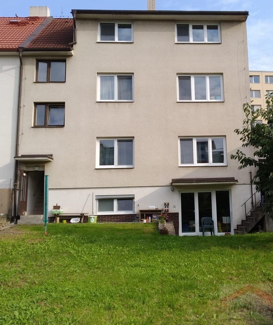 Pronájem nezař. bytu v RD se zahradou 1+1, 56 m2, P-9 Střížkov, K lipám, 7 min. metro Střížkov