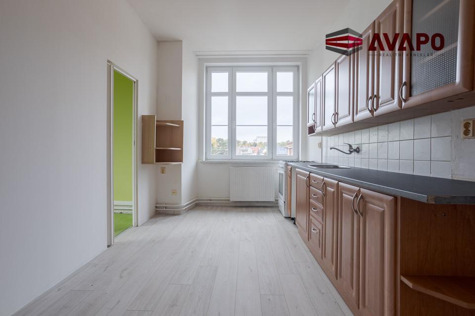 Pronájem velkého bytu 2+1 s balkonem ul. Máchova, Opava