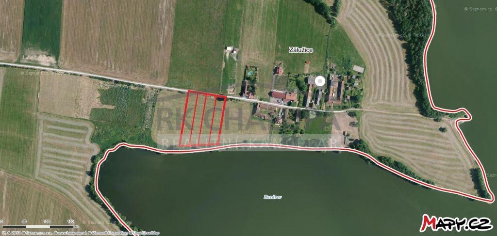 Soubor 4 stavebních pozemků o výměře 9.261 m2, i jednotlivě, na břehu rybníka Bezdrev