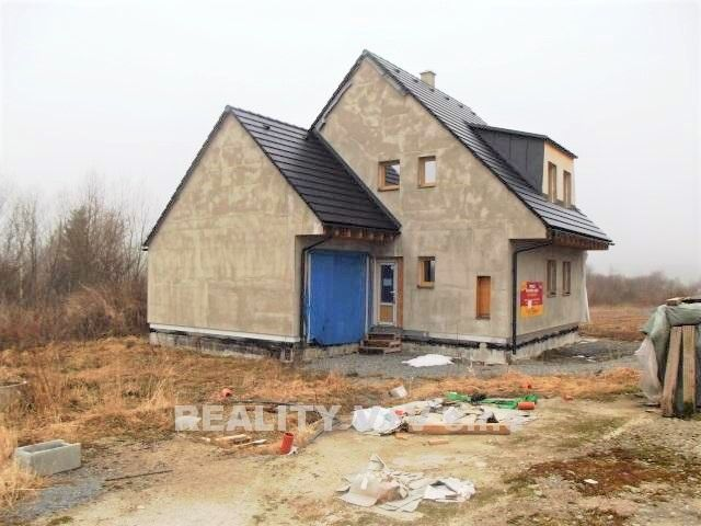 Prodej - nedokončená stavba pasivního rodinného domu s garáží, Strážný